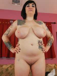 Busty tattooed Scarlet Lavey shows off her body